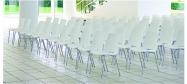 Ana stol præsentation i rækkeopstilling med hvide Ana stole. Vi giver gerne det bedste tilbud på en Ana stol.